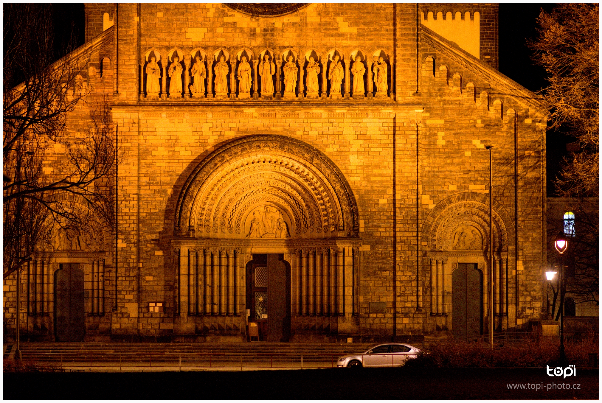 Kostel sv. Cyrila a Metoděje. Místo, které po povodní v Karlíně v roce 2002 zásadně změnila tvář Karlína. A pomohla k vnitřní rekonstrukci kostela.